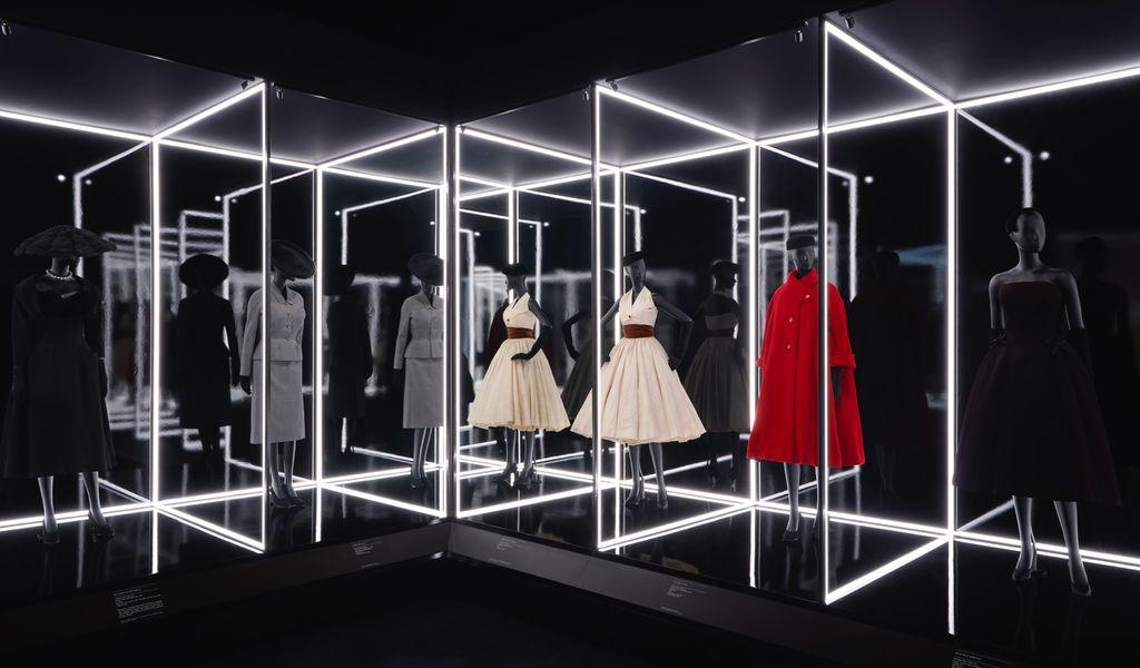 a2793e5ade6d Hochparterre - Design - Mode zeigen mit Dior & Mary Quant