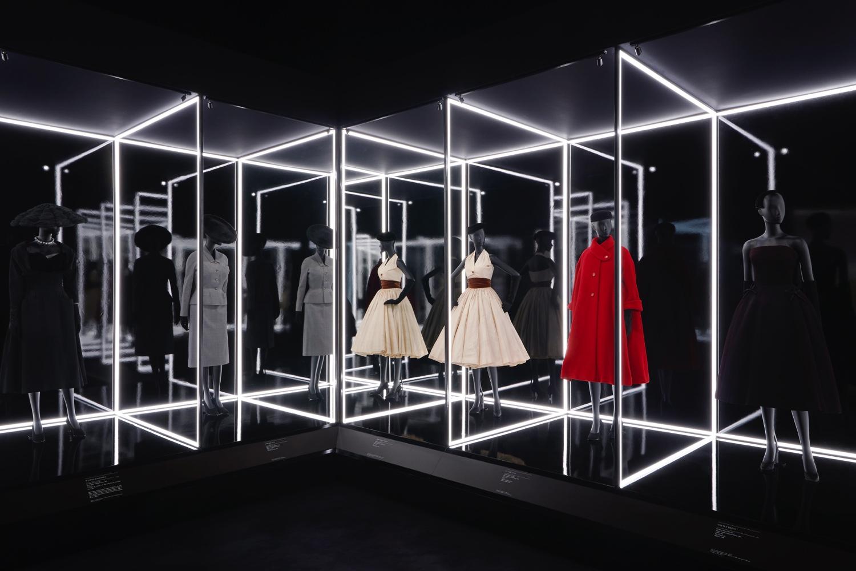 hochparterre - design - mode zeigen mit dior & mary quant
